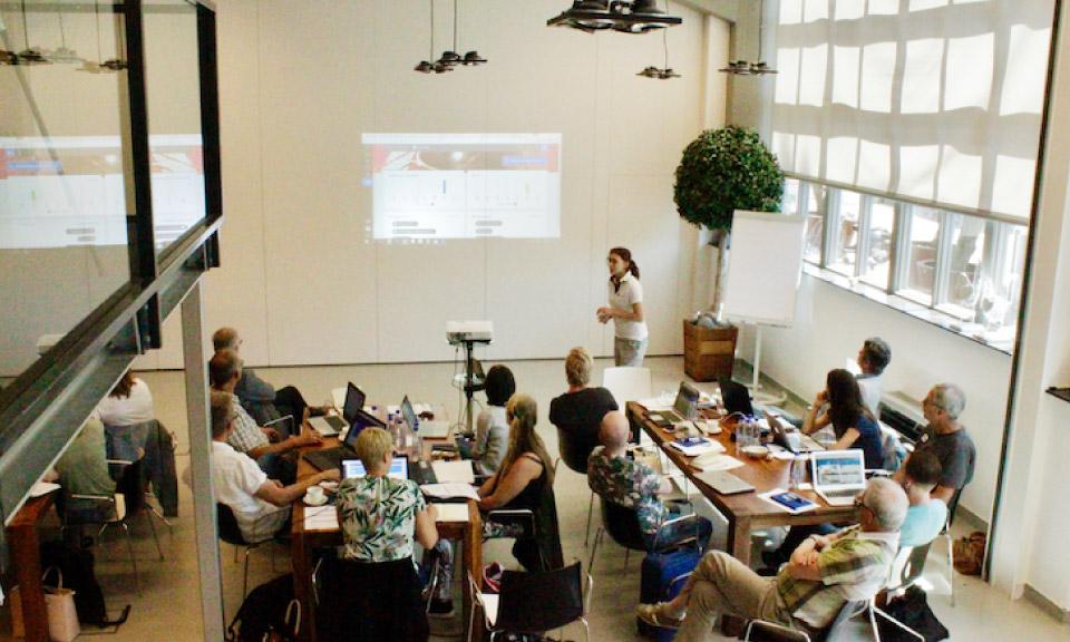 docenten-werken-tijdens-het-Learnbeat-bootcamp-aan-eigen-lesmateriaal-maken-en-arrangeren