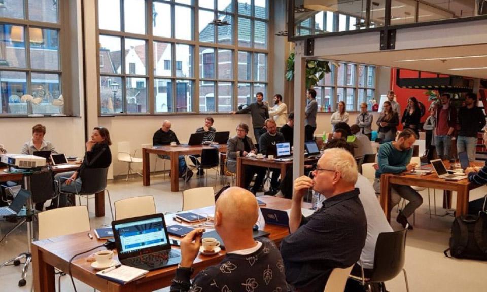 docenten-leren-tijdens-het-bootcamp-werken-met-Learnbeat