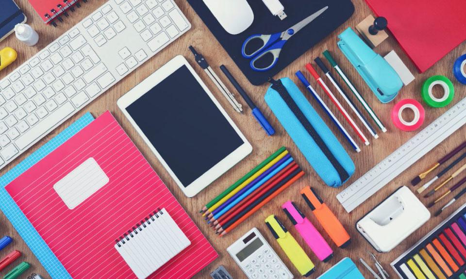 gepersonaliseerd-onderwijs-met-combinatie-device-en-papieren-lesmateriaal