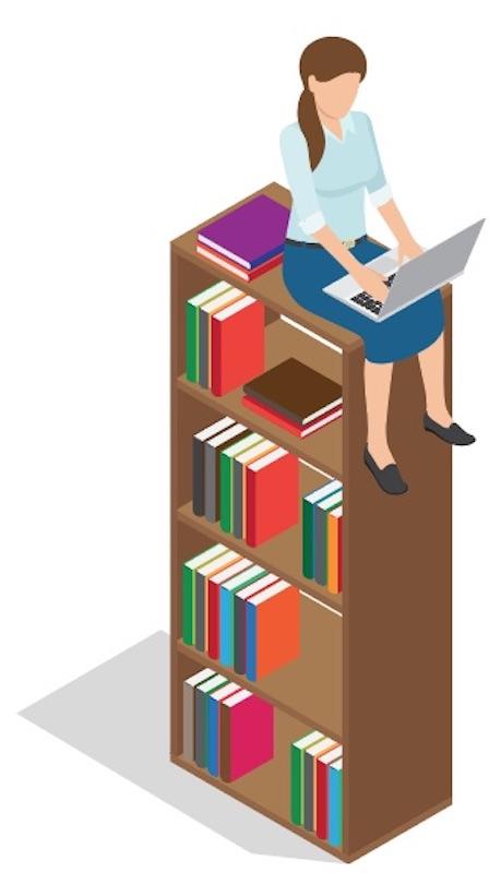 vrouw-met-laptop-op-een-boekenkast