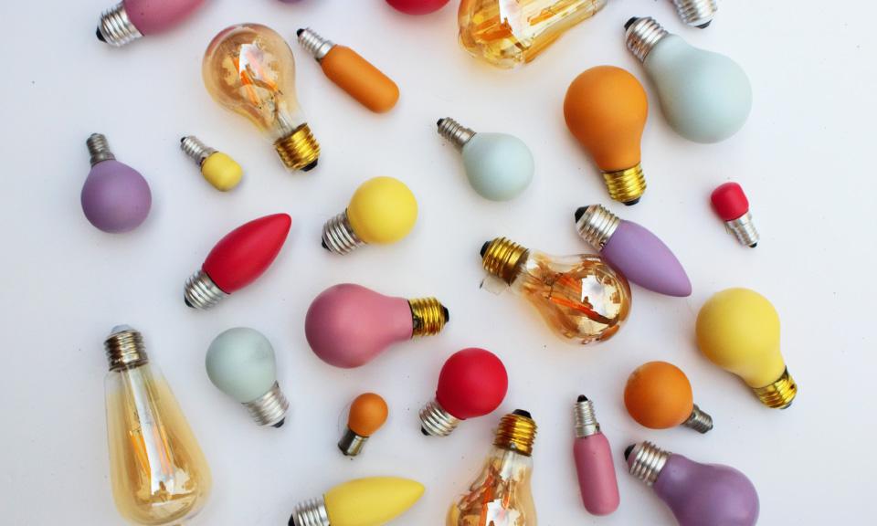 lampenbollen-ideeën-bedenken-tijdens-digitale-brainstorm-in-onderwijs